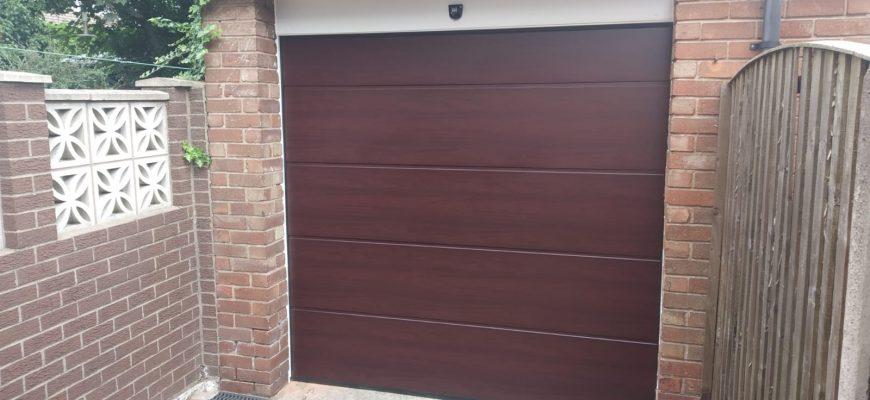 Unsulated sectional garage door