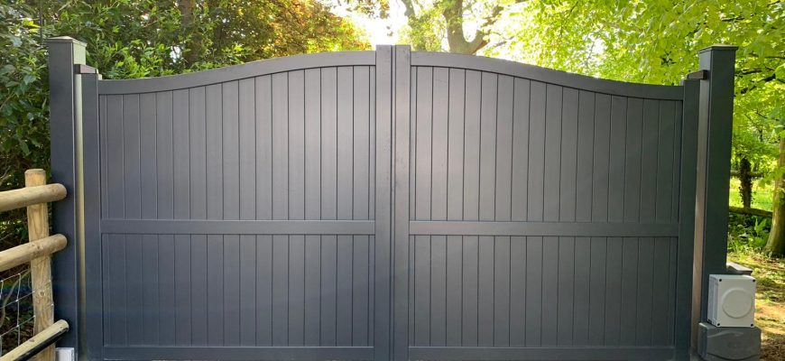 Aluminium gate, curved top in Anthracite