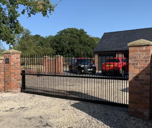 Aluminium gates with underground automation