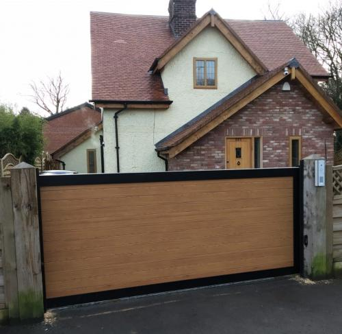 Aluminium sliding electric gate